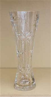 Sale 8270 - Lot 71 - A quality lead crystal vase with hand cut star decoration, H 21cm