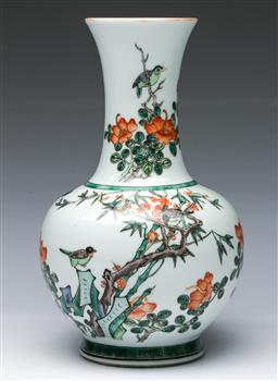 Sale 9098 - Lot 183 - Chinese vase featuring birds on branches (h:26cm)