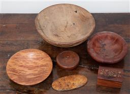 Sale 9120H - Lot 351 - A small group of assorted treen including yellow box, Coolahbah, elm bowls etc.