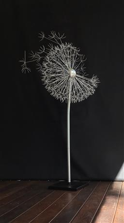 Sale 9175G - Lot 7 - Metal Dandelion Sculpture .Hand made from metal. General Wear .Slight Scratches on Pole . Size 137cm H x 65cm Widest or 50cm D at ball