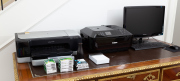 Sale 8677B - Lot 880 - An HP office jet pro K8600 scanner together with a Canon MX926 system plus Samsung 62cm diameter monitor with keyboard.