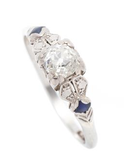 Sale 9253J - Lot 365 - A VINTAGE 18CT WHITE GOLD DIAMOND RING; set in palladium mix with an Old Mine cut diamond of approx. 0.54ct (chipped) to decorative...