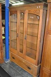 Sale 8115 - Lot 1199 - Raised Timber Bookcase w 2 Glass Panel Doors & Glass Shelves