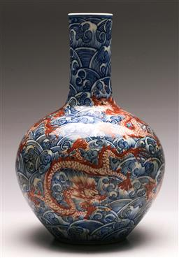 Sale 9136 - Lot 284 - Blue and White Chinese vase decorated with Dragons (H 36cm) -