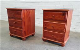 Sale 9102 - Lot 1227 - Pair of Pine 3 drawer bedside chests (h:62 x w:46 x d:40cm)