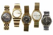 Sale 8426 - Lot 522 - A GROUP OF SEIKO AUTOMATIC WRISTWATCHES (5); black and white dials, all with centre seconds, 2 with date, 3 with day date, working.