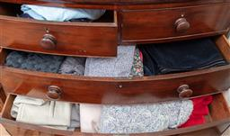 Sale 9120H - Lot 382 - 3 drawers of clothes including knitted examples
