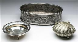 Sale 9144 - Lot 285 - Classical style silver plated centre bowl (W:35cm) together with a shell form hinged container and a plated bowl