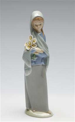 Sale 9253 - Lot 193 - A Lladro girl with calla lilies (H:23cm)