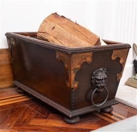 Sale 9195H - Lot 18 - An oak and copper firewood box with lion ring handles, Height 34.5cm x Depth 61.5cm x Width 36cm