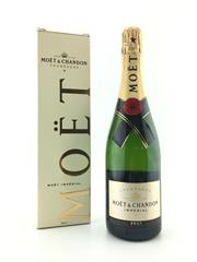 Sale 8571 - Lot 780 - 1x NV Moet et Chandon 'Imperial' Brut, Champagne - in box