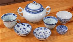 Sale 9120H - Lot 401 - A group of blue and white Chinese ceramics