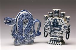 Sale 9119 - Lot 38 - A blue and white Chinese vase together with a dragon themed teapot (H 19cm)
