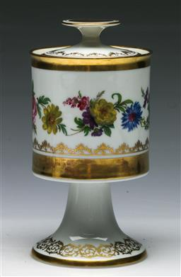 Sale 9144 - Lot 206 - An Early Bayreuth Gloria dull gold 22 Carat painted porcelain Lidded Vase, printed marks to base (H:19cm)