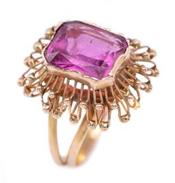 Sale 9194 - Lot 316 - A 15CT GOLD STONE SET RING, rub set with a radiant cut pink paste to an organic ribbon basket gallery to split shoulders, size at to...