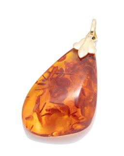 Sale 9253J - Lot 499 - A 9CT GOLD AMBER PENDANT; freeform reconstituted amber on gold bale, size 50 x 25mm.