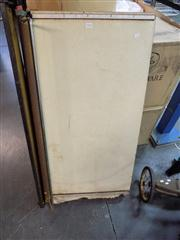 Sale 8362 - Lot 2126 - Large Guillotine (paper)