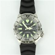Sale 8257B - Lot 8 - A SEIKO AUTOMATIC DIVERS WRISTWATCH; with day and date aperture on a rubber band, new in gift box.