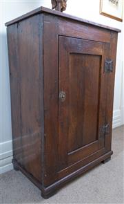 Sale 8800 - Lot 20 - An early Georgian oak single door cupboard, H 99 x W 66 x D 41cm
