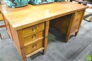 Sale 8392 - Lot 1074 - Large Kneehole Desk (H 78 x W 157 x D 97cm)