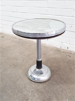 Sale 9112 - Lot 1051 - Art deco mirrored top coffee table (h50 x d40cm)