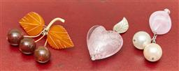 Sale 9098H - Lot 23 - A 9ct gold and amber cherry brooch together with a rose quartz heart pendant
