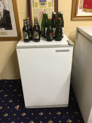 Sale 8677B - Lot 926 - A Fisher and Paykel bar fridge H x 80cm, W x 53cm, D x 52cm