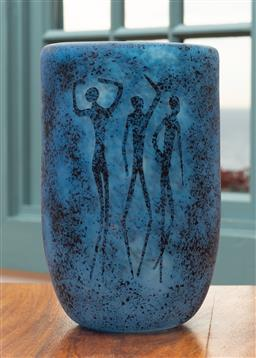 Sale 9191H - Lot 4 - Spirit Figures Vase by Sean O'Donoghue, Noosa Master Glassblower, trained at Waterford Crystal, H 18 cm