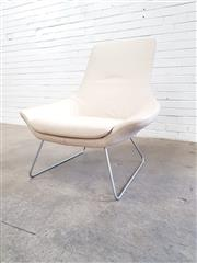 Sale 9076 - Lot 1078 - Walter Knoll FLOW chair in white leather (h:86 x w:86 x d:53cm)
