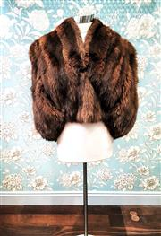 Sale 8577 - Lot 87 - A lush vintage brown fox fur cape/ jacket, fully lined, size M/L, Condition: Excellent