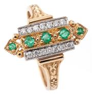 Sale 9095 - Lot 363 - AN EDWARDIAN STYLE EMERALD AND DIAMOND RING; perpendicular set with 5 round cut emeralds adjacent to 14 round brilliant cut diamonds...