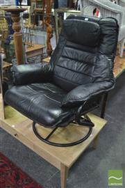 Sale 8299 - Lot 1038 - Leather Reclining Chair