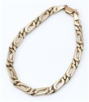 Sale 9029 - Lot 309 - A 9CT GOLD BRACELET; 5.25mm wide short and long curb links to a parrot clasp, length 19cm, wt. 14.80g.