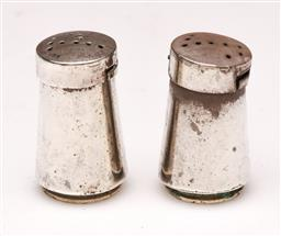 Sale 9104 - Lot 77 - A pair of Mexican sterling silver salt & pepper shakers H3cm