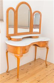 Sale 8380A - Lot 59 - A marble top kidney shaped dressing table with bat wing mirrors (middle mirror a/f) on cabriole legs, H 160 x W 112 x D 48cm