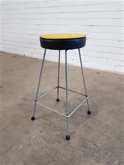 Sale 9171 - Lot 1027 - Vintage kitchen stool in black and yellow (h:62cm)