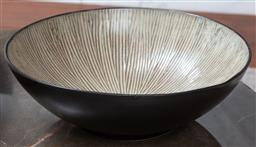 Sale 9150H - Lot 51 - A decorative fruit bowl with cream interior