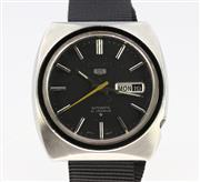 Sale 8644W - Lot 61 - SEIKO 5 AUTOMATIC WRISTWATCH; concave cushion form case, round black dial, applied markers, center seconds, day date, 21 jewell move...