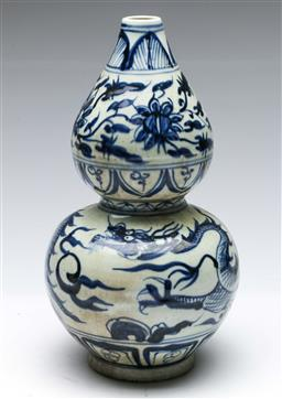 Sale 9164 - Lot 294 - A small blue and white gourd shaped vase (H:17cm)