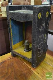 Sale 8550 - Lot 1224 - Industrial Mould Table Lamp