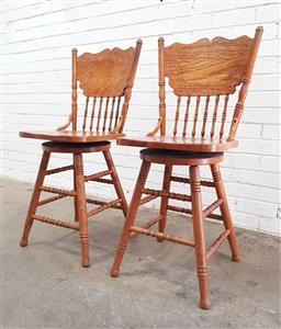 Sale 9108 - Lot 1081 - Pair of American oak pressed back dining chairs (h:104 x w:33 x d:34cm)