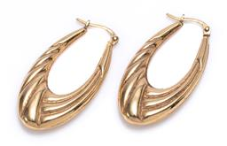 Sale 9209J - Lot 339 - A PAIR OF 9CT GOLD OVAL HOOP EARRINGS; long oval hoops with reeded pattern, size 35 x 5x 18mm, wt. 2.77g.