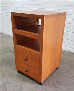 Sale 9146 - Lot 1081 - Mobile chest of drawers (h:90 x w:50 x d:55cm)