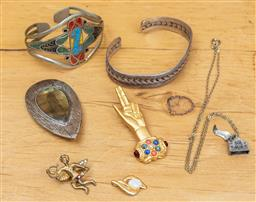 Sale 9165H - Lot 88 - A small group of jewellery to include an enamelled bangle, a French Museum hand, a 925 gilt doublet opal and other items..