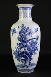 Sale 8940T - Lot 638 - Blue And White Chinese Vase Featuring Birds H:44cm