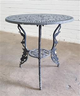 Sale 9102 - Lot 1307 - Cast metal round top outdoor table (h:54 X d:64cm)
