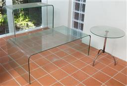 Sale 9190H - Lot 465 - A curved glass coffee table (chipped) Height 41cm x Width 114cm x Depth 62cm together with a curved glass side table Height 72cm x W...
