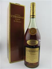 Sale 8385 - Lot 615 - 1x Hennessy VSOP Fine Champagne Cognac - old bottling in box, probably 1000ml (unmarked), some evaporative losses