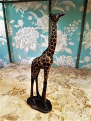 Sale 8500A - Lot 21 - A decorative figurine of a giraffe - Composition: Resin - Condition: As New - Measurements: 35cm High