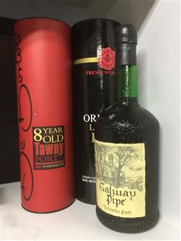 Sale 9152 - Lot 2558 - Three bottles of port inc Cased examples